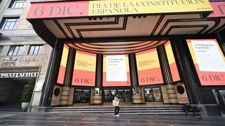 Las marquesinas y pantallas digitales de Gran Vía y Callao celebran el 6D