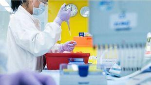 AstraZeneca y la Universidad de Oxford publican los resultados de su vacuna: es efectiva y segura