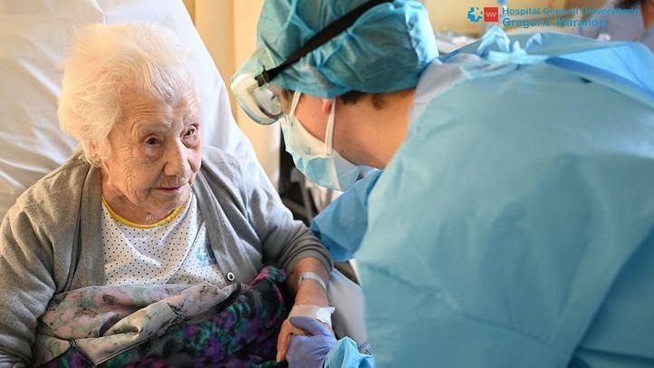 Dada de alta una paciente con 104 años tras superar una neumonía por Covid