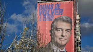 Joan Laporta hace campaña frente al Bernabéu