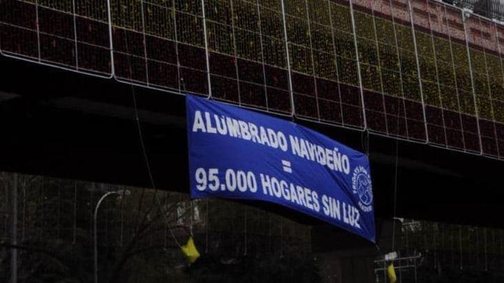 'Alumbrado navideño = 95.000 hogares sin luz': la pancarta de denuncia de Fridays For Future