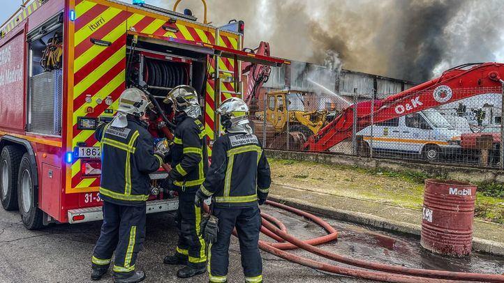 Controlado un incendio sin heridos en una nave industrial en San Martín de la Vega