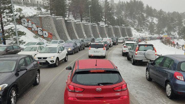 Los vehículos madrileños no podrán acceder este sábado al parking de Navacerrada