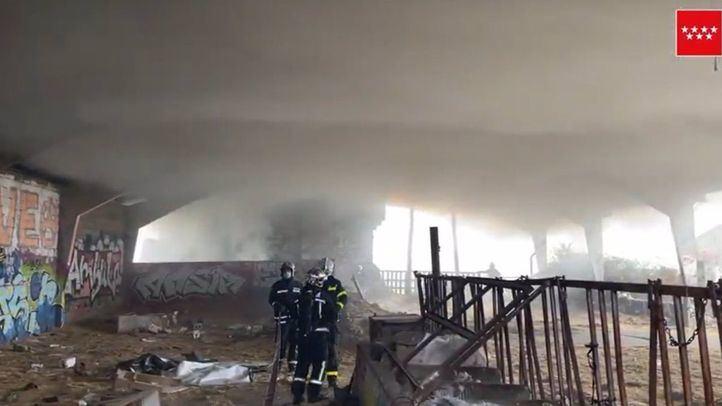 Extinguido un gran incendio en una nave de paja en Alpedrete