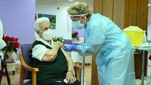 Araceli, de 96 años, la primera persona vacunada contra el Covid-19 en España
