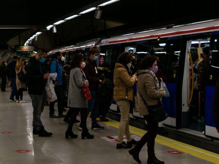 Detenido tras amenazar a viajeros del Metro con un cuchillo