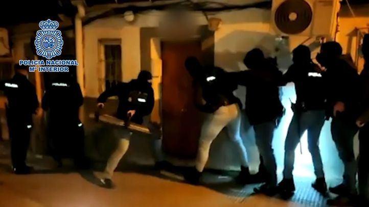 Armas, droga y dinero en efectivo: golpe a los narcopisos