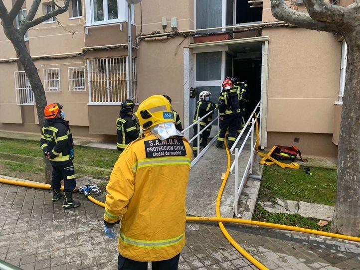 Herido grave tras tirarse desde un cuarto piso en Moratalaz
