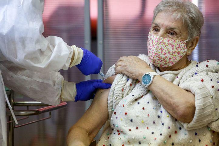 María, la segunda madrileña en recibir la vacuna contra el Covid-19
