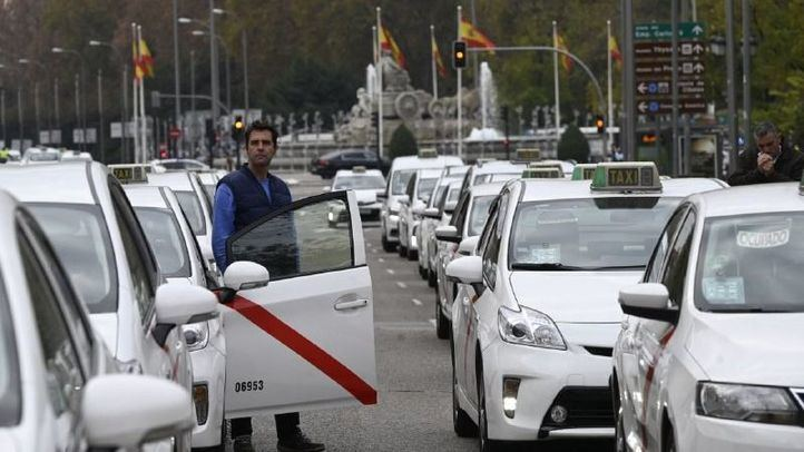 La Federación Profesional del Taxi de Madrid pide una regulación de los VTC como la de Galicia