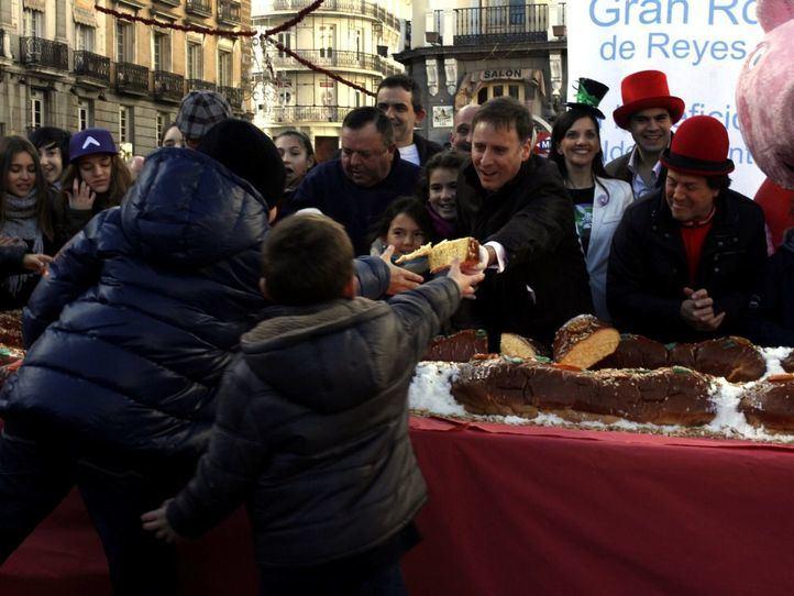 El Roscón de Aldeas Infantiles abandona la Puerta del Sol y se repartirá entre familias vulnerables