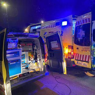 Dos heridos en un accidente de tráfico y una agresión con arma blanca