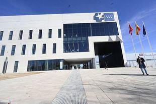 Casi 700.000 euros en mobiliario y retirada de residuos del Zendal