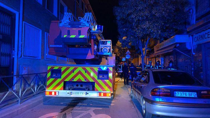 Heridas tres personas en un incendio que afectó a dos viviendas en Vallecas