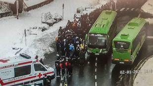El 112 atiende a 150 personas que esperaban el autobús en Cotos por la situación de frío y nieve