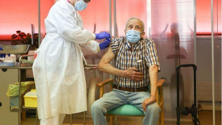 Ruiz Escudero achaca el retraso en la vacunación a la decisión tomada por las residencias