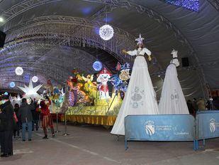 En helicóptero, autobús, globo o descapotable: así llegan los Reyes Magos a Madrid