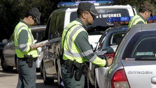 Controles de la Guardia Civil para comprobar la documentación de los vehículos