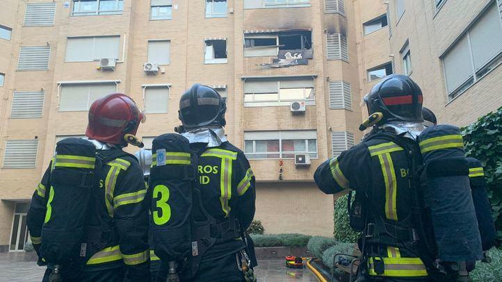 Rescatada una mujer en el incendio de una vivienda en Villaverde Bajo