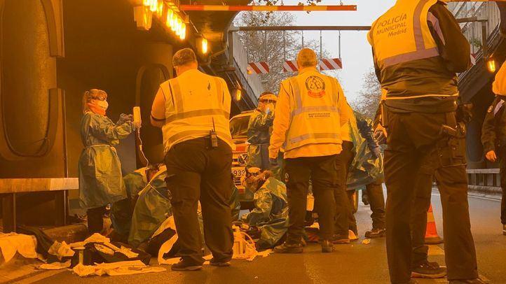 En estado crítico un motorista tras chocar contra un vehículo en el túnel de María de Molina