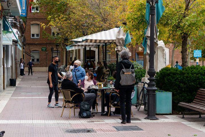 Concentración de Vecinos de Chamberí por las numerosas terrazas de bares,ruido,pandemia,toque de queda,Plaza de Chamberí, Madrid,