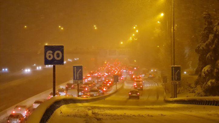Cortes en la M-40, M-30 y otras vías de la región por la nieve