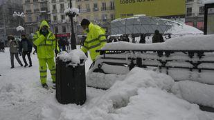 La solidaridad vecinal planta cara a Filomena con batidas de limpieza por los distritos madrileños