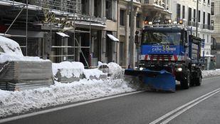 Madrid intenta recuperar la normalidad tras la intensa nevada de este sábado