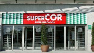 El Corte Inglés abre hoy 28 supermercados Supercor en Madrid para dar servicio a la población