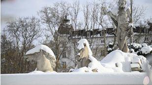Almeida asegura que la nieve tardará en desaparecer de las calles de Madrid