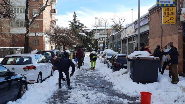 Las redes vecinales, volcadas con la retirada de nieve