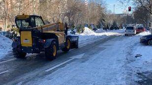 Máquina de FCC Construcción retirando nieve