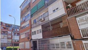 Fallece una mujer tras precipitarse desde un tercer piso cuando limpiaba una ventana en Aluche