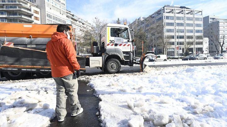 Continúa el trabajo de la retirada de nieve.