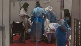 Sanitarios en el Hospital de Ifema