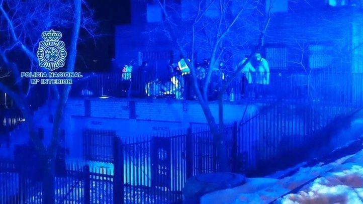 Policía Científica investiga el apuñalamiento mortal del barrio de Lucero, el primer crimen del año en Madrid