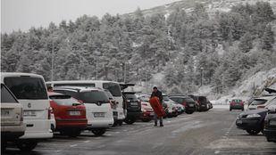 Cerrados los aparcamientos de Cotos y Navacerrada al estar completos desde primera hora