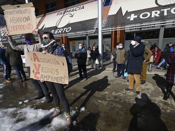 Los vecinos de Campamento protestan por la 'nefasta' actuación del Ayuntamiento frente a la nevada