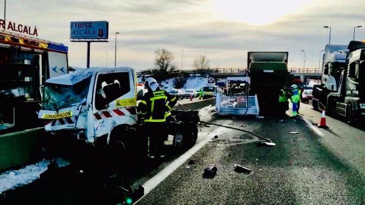 Heridos de gravedad dos operarios de mantenimiento de carreteras en la A-2