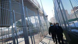 El alcalde, José Luis Martínez-Almeida, ha recorrido las instalaciones del Centro Deportivo Municipal Palomeras, que ha sufrido daños por el temporal.