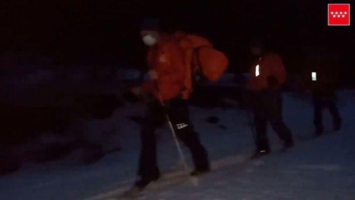 Bomberos del GERA rescatan a un joven con principio de hipotermia en Rascafría