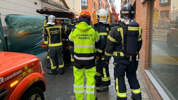 Extinguido sin heridos el incendio de la cubierta de un edificio en Tetuán