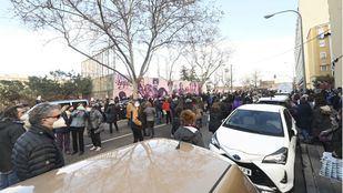 Los vecinos de Ciudad Lineal exigen el mantenimiento del mural de La Concepción