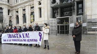 Minuto de silencio en recuerdo a la mujer asesinada en Vallecas