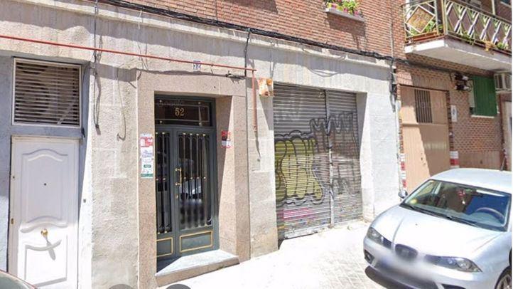 Edificio número 52 de la calle Athos, en el barrio de Puerta del Ángel.