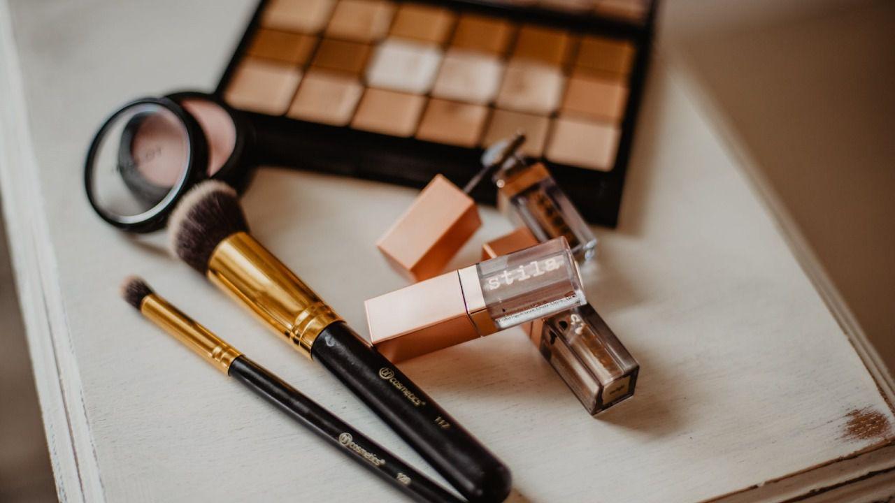 Saber al menos lo básico de maquillaje es esencial para toda mujer