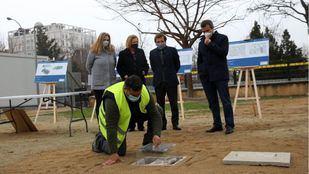 Acto de colocación de la primera piedra de la nueva base de Policía Municipal y Samur-Protección Civil en Retiro.