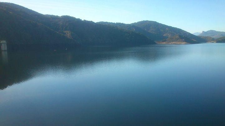 El Canal de Isabel II desembalsa agua de 11 pantanos por superar su capacidad