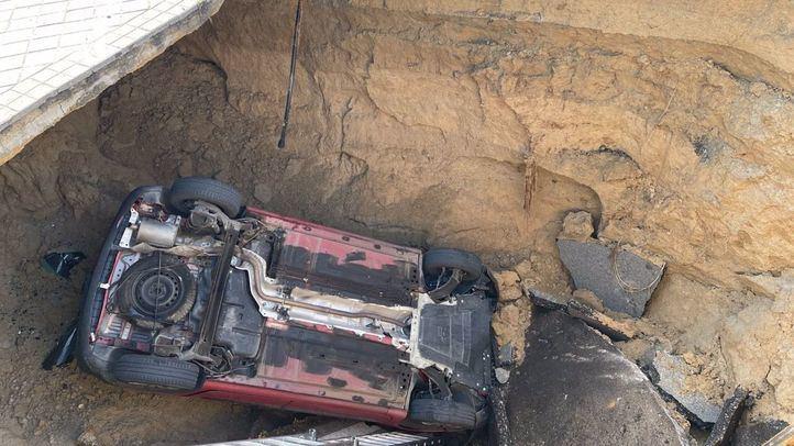 Herido leve por caída de vehículo en socavón en Majadahonda