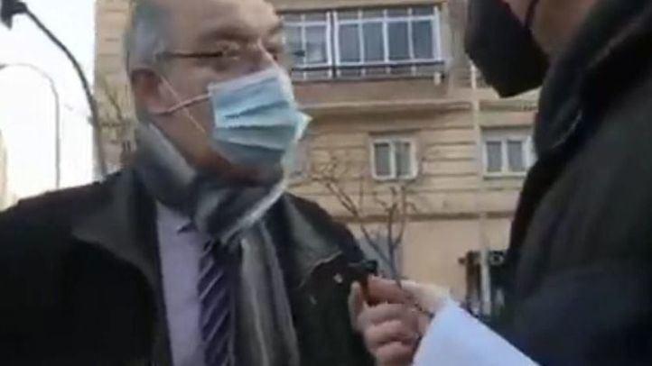 'Cazan' al presidente del Clínico de Madrid mintiendo al decir que no se ha vacunado